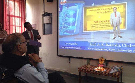 Prof. Bakhshi addresses the chemistry students of MD University